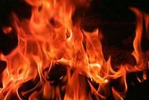 बेटे को छुड़ाने के लिए मां ने खुद को थाने में लगाई आग, मचा हड़कंप