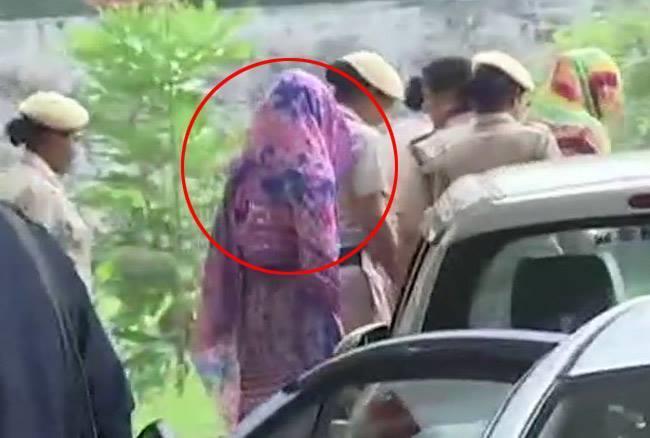 पंचकूला कोर्ट ने हनीप्रीत को भेजा 6 दिन की रिमांड पर, पुलिस ने मांगी थी 14 दिन की रिमांड