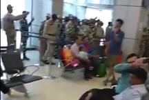 जम्मू छोड़ जा रहे थे जवान, एयरपोर्ट पर बना रुलाने वाला दृश्य, वीडियो