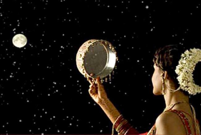 करवा चौथ: सुहागिन महिलाएं भूलकर भी ना करें ये गलतियां, नहीं मिलेगा व्रत का फल