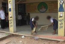 इस स्कूल में दलित होने की मिलती है सजा, 'फेंककर दी जाती है रोटी-कराया जाता है टॉयलेट साफ'