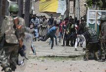 श्रीनगर में चोटी काटे जाने पर झड़प, पुलिस पर प्रदर्शनकारियों ने फेंके पत्थर