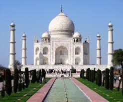 मस्जिद के इमाम बोले, ताजमहल एक कब्रिस्तान, यहां नहीं पढ़ सकते शिव चालीसा