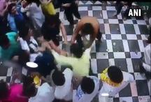 VIDEO: मथुरा के बांके बिहारी मंदिर में भक्तों के बीच हुई जमकर मारपीट