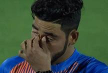 अरे ये क्या अपने पहले मैच में रोने क्यों लगे मोहम्मद सिराज, लोगों ने ये कहा