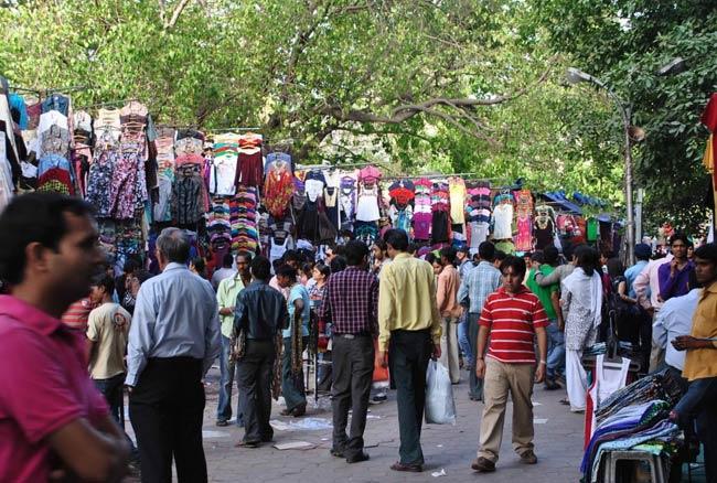 दिल्ली की मार्केट में शॉपिंग करते वक्त इन बातों का रखें ध्यान, नहीं तो लग सकता है चूना