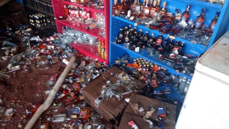 जब किराना दुकान पर शराब लेने पहुंचे कलेक्टर