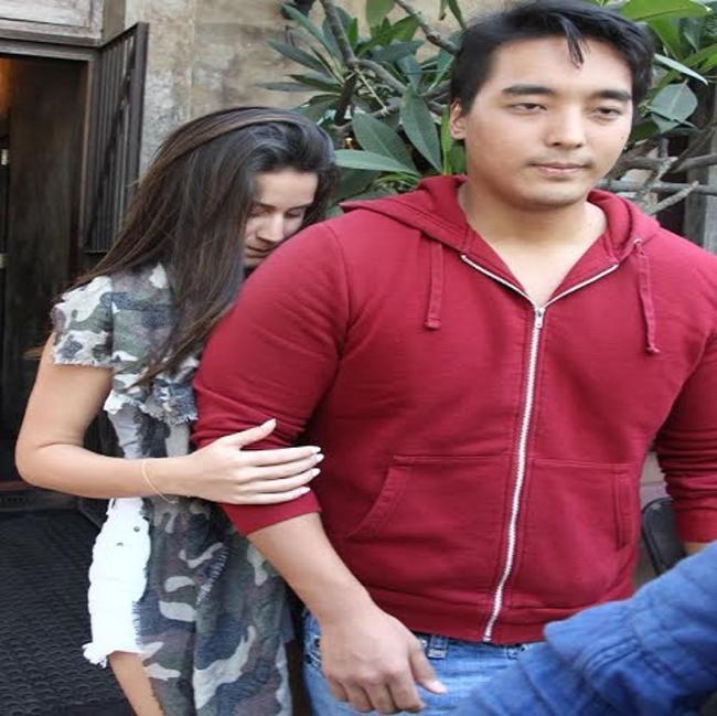 फिल्मों के सुपरहिट खलनायक डैनी डेन्जोंगपा का बॉलीवुड में दमखम रहा हैं। दमदार अभिनय और फिल्मों के संजीदा अभिनेता के रूप में डैनी ने अपनी एक खास पहचान बनाई है। डैनी के बेटे रिन्जिंग फिलहाल सुर्खियों में हैं।