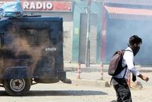 कश्मीर में छात्रों और पुलिस के बीच झड़प, दर्जनों छात्र घायल