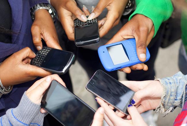 स्मार्टफोन कर रहा है लोगों का दिमाग खराब: रिसर्च