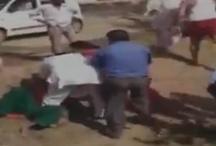 VIDEO: सरपंच ने दो विधवा महिलाओं को जमीन पर लिटा-लिटा कर पीटा
