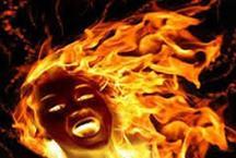 पहले चाकू-ईंट से हमला, फिर भी मन नहीं माना तो खाट में बांधकर लगाई आग