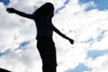 पिता के सामने तड़पती रही बेटी लेकिन मजबूर पिता नहीं बचा सका जान