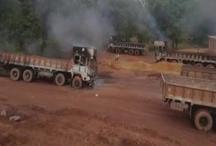 छत्तीसगढ़: नक्सलियों ने 18 गाड़ियों और मशीनों में लगाई आग