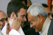 राहुल गांधी से मिले नीतीश कुमार, बनाया तेजस्वी के इस्तीफे का दबाव