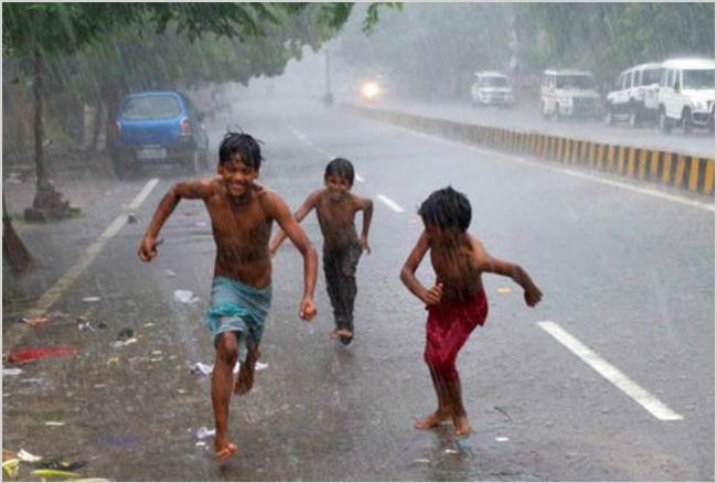 दिल्ली-एनसीआर में झमाझम बारिश, लोगों को मिली राहत