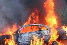 दिल्ली में मनचलों ने किया लड़की का अपहरण, भीड़ ने कार को किया आग के हवाले