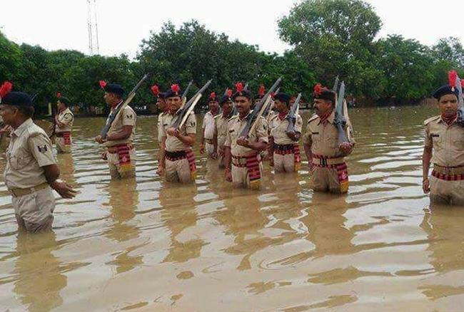 बिहार आपदा प्रबंधन विभाग ने 72 लोगों की बाढ़ में मरने की पुष्टि कर दी है। सबसे ज्यादा 40 लोगों की मौत अररिया जिले में हुई है। अब तक 27 लोगों के शवों को बरामद कर लिया गया है।