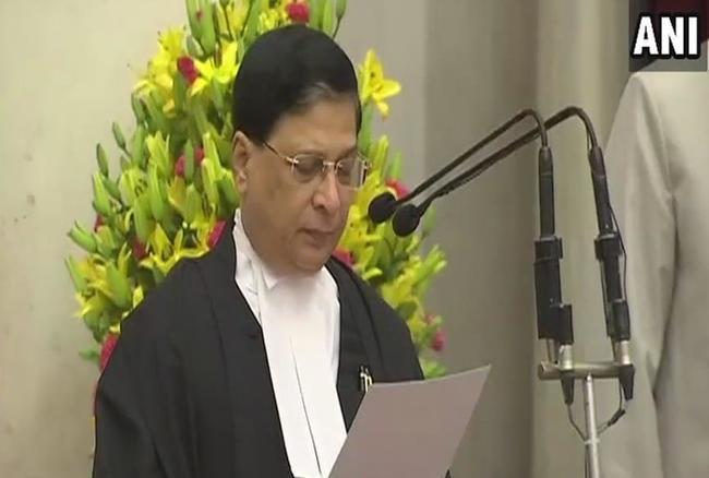 जस्टिस दीपक मिश्रा बनें भारत के 45वें सर्वोच्च न्यायालय के नए मुख्य न्यायाधीश, आज ली शपथ