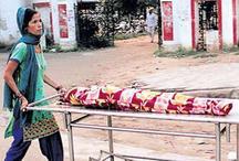 बाबा समर्थकों की हिंसा के कारण नहीं मिली एंबुलेंस, बेटी के शव को स्ट्रेचर पर ले गई मां