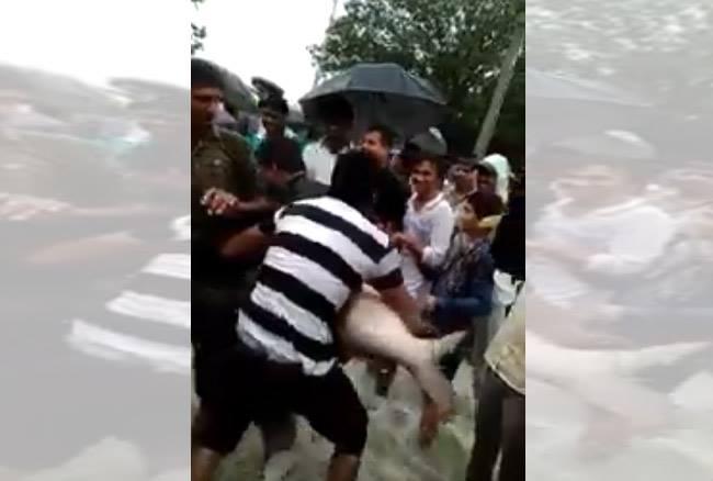 VIDEO: बाढ़ से बेहाल हुआ असम, सड़क पर लोग कर रहे हैं मछलियों का शिकार