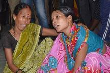 गोरखपुरः बीआरडी अस्पताल में हुई 32 मासूमों की मौत, सरकार ने खारिज की ऑक्सीजन की कमी