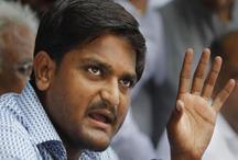 पटेल आरक्षण आंदोलन के नेता हार्दिक पटेल को पुलिस ने हिरासत में लिया