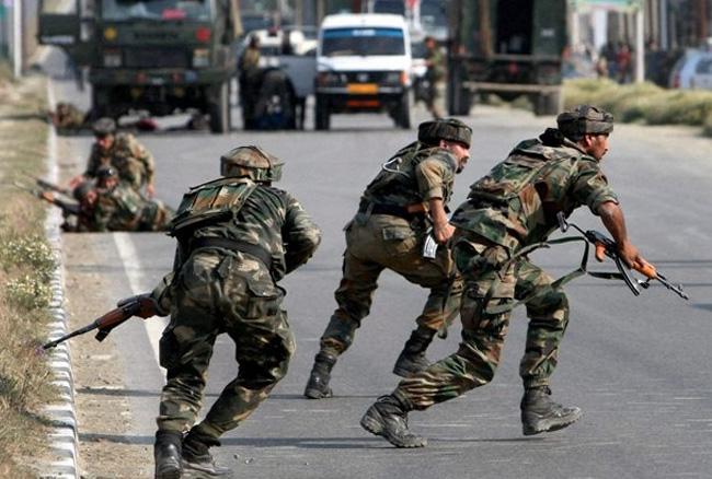 कश्मीर के पुलवामा में आतंकी हमला, 8 जवान शहीद 2 आतंकी ढेर