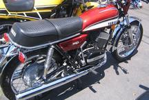 मार्केट में आई रेट्रों लुक में यामाहा बाइक RD350