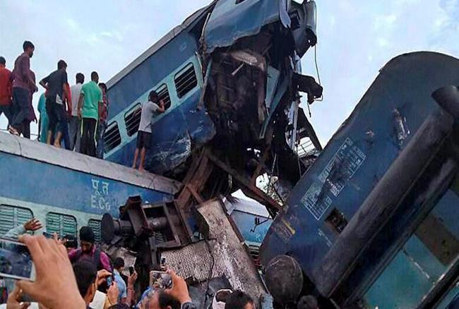 ट्रेन हादसे के पीड़ितों ने बयां किया दर्द: आंखों के सामने ट्रेन की झूलती बोगियां, खून से..