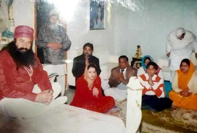हनीप्रीत की शादी राम रहीम के सिरसा स्थित डेरे में हुई थी। शादी के बाद हनीप्रीत का पूरा परिवार डेरे में रहने लगा था।