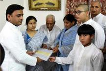यूपी: शहीद को सम्मनित करने पहुंचे अखिलेश यादव ने की ये बड़ी भूल