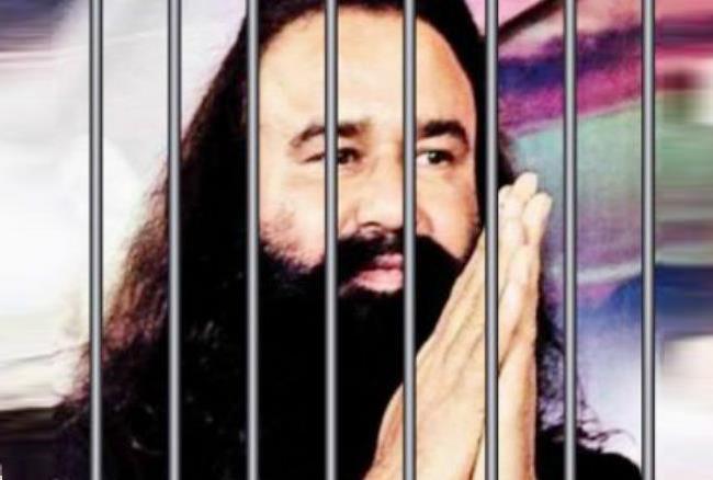 जेल में फर्श पर बैठकर सिर्फ रो रहा है बलात्कारी बाबा, रिहा हुए शख्स ने किए कई खुलासे