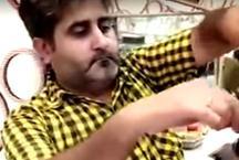 वीडियो: एक अंगुली से 10 कैंचियों को एक साथ चलाकर ये शख्स करता है हेयर कटिंग