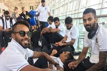 IND vs AUS: ऑस्ट्रेलिया से शानदार जीत के बाद सीढ़ी पर सो गए धोनी