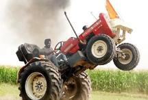 VIDEO: ये किसान ट्रैक्टर से करता है अजीबोगरीब स्टंट