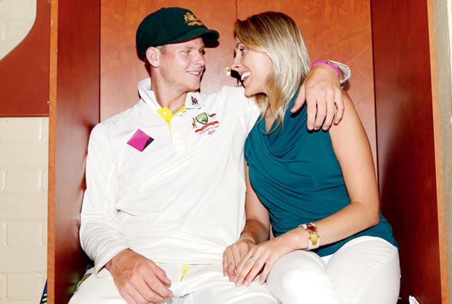 दोनों पिछले पांच सालों से एक- दूसरे को डेटिंग कर रहे हैं।  स्मिथ की डैनी विलिस से मुलाकात साल 2011-12 में बिग बैश लीग के पहले सीजन के दौरान हुई थी।