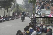 हिमाचल प्रदेश: लाइब्रेरी में शौचालय नहीं, विरोध में सड़क पर पढ़ाई कर रहे छात्र