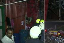मुंबई: बांद्रा के शास्त्री नगर स्लम में लगी आग, मौके पर दमकल की 24 गाड़ियां