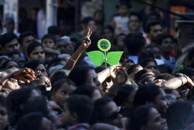 तमिलनाडु: आर के नगर में हार के बाद AIADMK ने 93 नेताओं को दिखाया बाहर का रास्ता