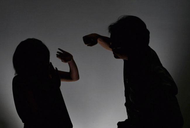 खुलासा: NRI पति करते हैं ज्यादा टॉर्चर, हर 8 घंटे में पैरेंट्स से मदद मांगती हैं बेटियां