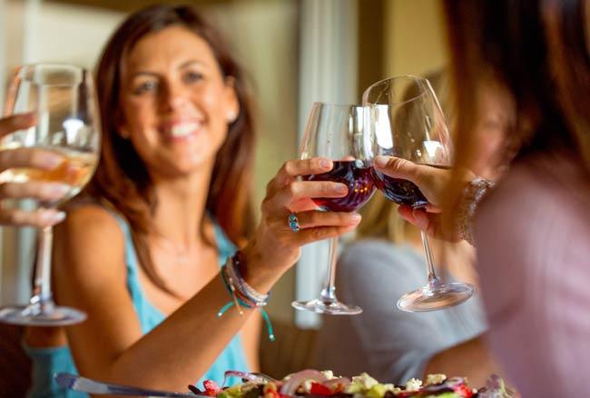 दिमाग के लिए फायदेमंद है शराब, जानिए कैसे
