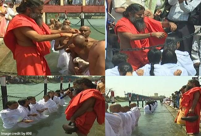 उत्तराखण्डः राम नवमी के दिन योग गुरु बाबा रामदेव ने युवक-युवतियों को दी दीक्षा