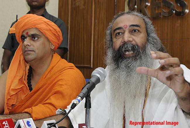 अखाड़ा परिषद ने फर्जी बाबाओं की तीसरी सूची की जारी, चक्रपाणि और प्रमोद कृष्णम का नाम भी शामिल