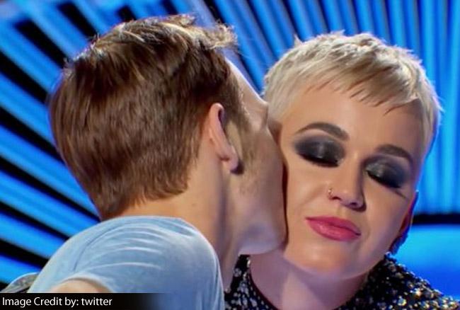 Video: रिएलिटी शो की लेडी जज ने कंटेस्टेंट को किया धोखे से Kiss, लोगों को याद आए पापोन