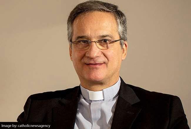 पत्र विवाद के बीच वेटिकन के कम्युनिकेशन चीफ ने दिया इस्तीफा