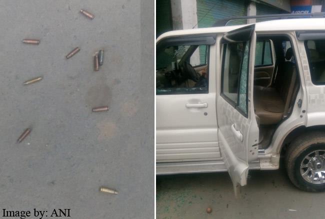 जम्मू-कश्मीर: आतंकी हमले में कार्यकर्ता की हत्या पर पीडीपी-कांग्रेस भिड़े, अब्दुल्ला ने कही ये बात