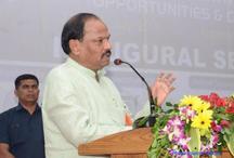 झारखंड में सरकार प्रतिदिन 2.9 किमी सड़क बना रही हैः रघुवर दस