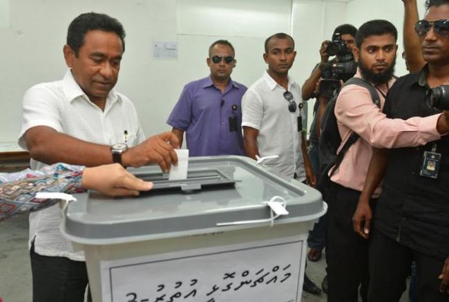मालदीव में विवादित राष्ट्रपति चुनाव के लिये मतदान जारी, विपक्षी पार्टी के ऑफिस पर छापा