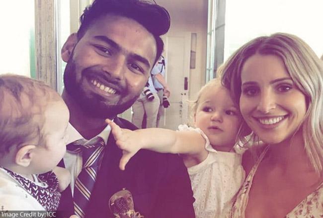 VIDEO: मैदान पर ऑस्ट्रेलियाई कप्तान से भिड़े, बाहर उनकी पत्नी के साथ मस्ती करते नजर आए ऋषभ पंत